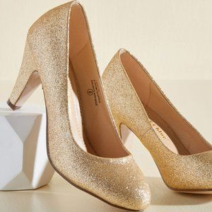 Chase & Chloe Gold Glitter Pumps 10